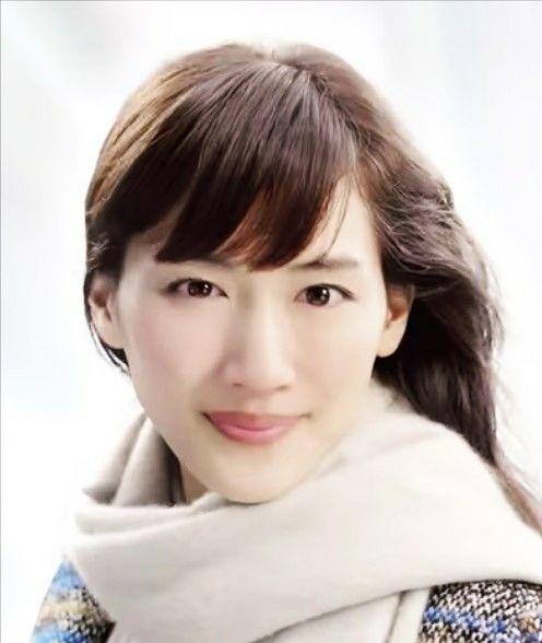 女性も憧れる美ボディ!綾瀬はるかさんの魅力的なスタイルキープ法のサムネイル画像