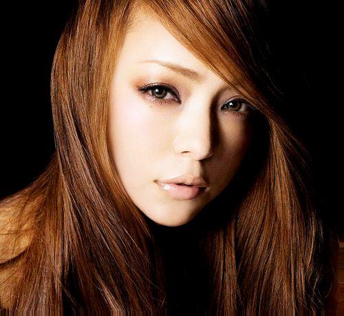 歌姫『安室 奈美恵』&『浜崎あゆみ』のプロフィールを一挙紹介!のサムネイル画像