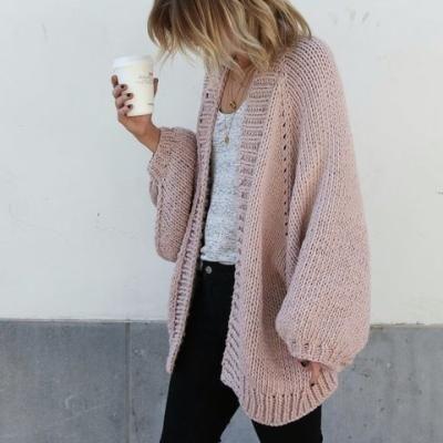 お洒落に使おう!甘すぎない可愛いピンクジャケットのコーデ紹介!のサムネイル画像