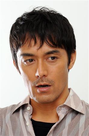 日本人離れした顔立ちの阿部寛さんの髪型は一体どんな感じでしょう?!のサムネイル画像