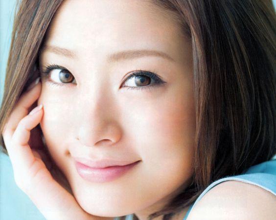 これで明日から女優の風格!可愛くて柔らかい上戸彩メイクを実践!のサムネイル画像