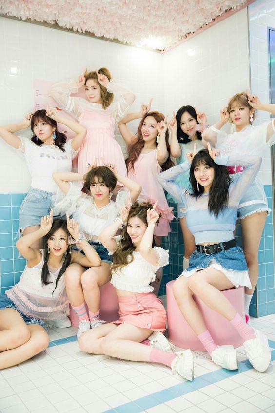 祝★紅白初出場!韓国NO.1アイドルTWICEの魅力をまとめました!のサムネイル画像