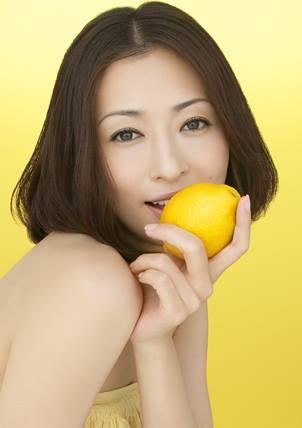 洗練されたオトナの魅力!クールビューティ松雪泰子さんの髪型まとめのサムネイル画像
