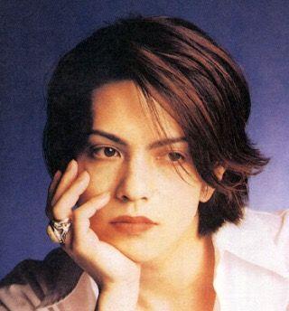 『ラルク』ボーカル hyde の髪型でおしゃれをしてみたい人必見!のサムネイル画像