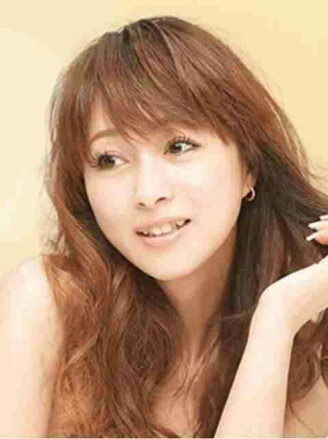 【髪型】渡辺美奈代のふんわり巻き髪スタイルが可愛くてエレガントのサムネイル画像