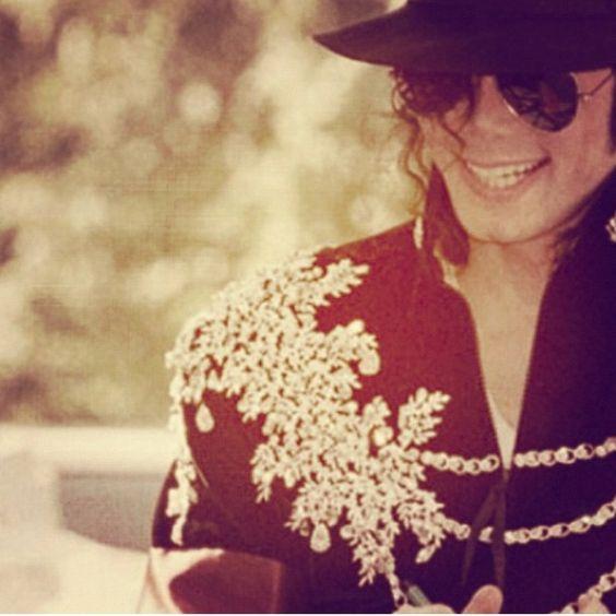 マイケル・ジャクソンさんの身長とは?人気曲も含めて徹底考察!のサムネイル画像