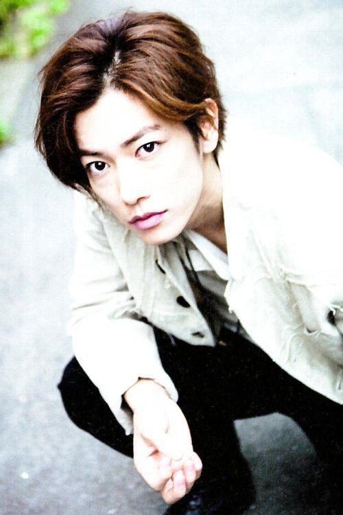 オシャレで思わず真似したくなる!俳優佐藤健さんの髪型とは?のサムネイル画像