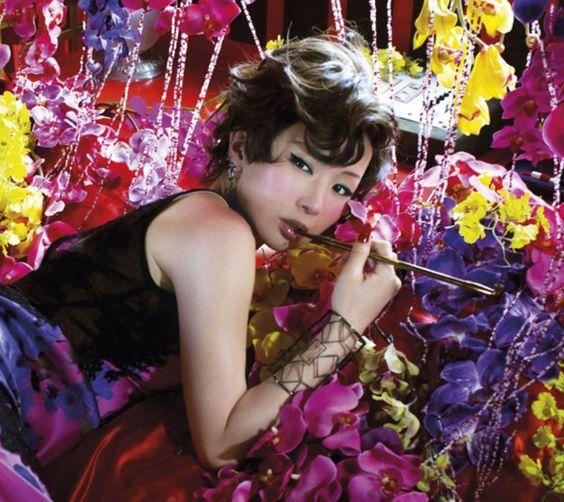 椎名林檎の紅白出場歴は…?披露した楽曲やダンサーなどご紹介しますのサムネイル画像