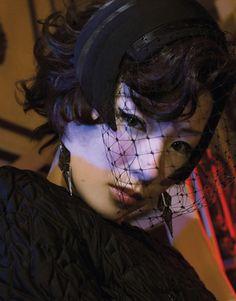 椎名林檎の名曲「丸の内サディスティック」の歌詞の意味とは?のサムネイル画像