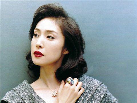 元宝塚出身の天海祐希さんの年齢は?同い年の有名人も紹介♪のサムネイル画像