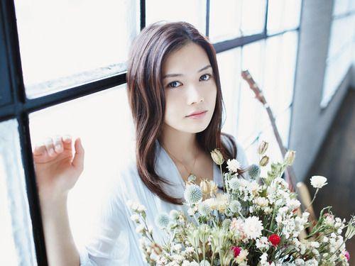 美しい歌声のyui!yuiのアルバム売り上げランキングが気になる!のサムネイル画像