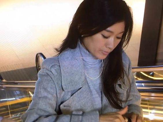 篠原涼子のファッションに売り切れ続出!?その格好良い姿とは?のサムネイル画像
