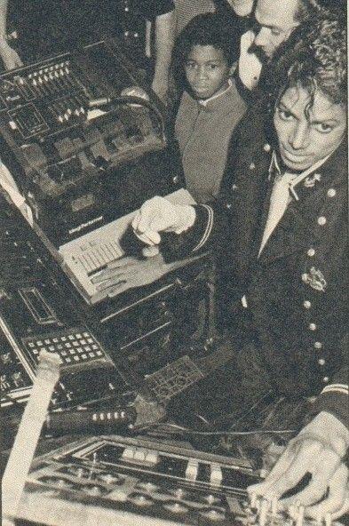 「キング・オブ・ポップ」マイケルジャクソンのアルバム一覧のサムネイル画像
