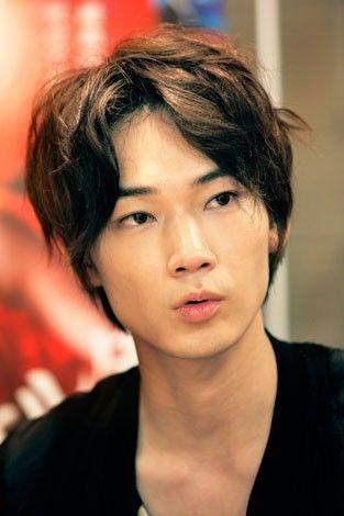 大人気俳優の綾野剛!過去に出演してきたドラマを振り返りましょうのサムネイル画像