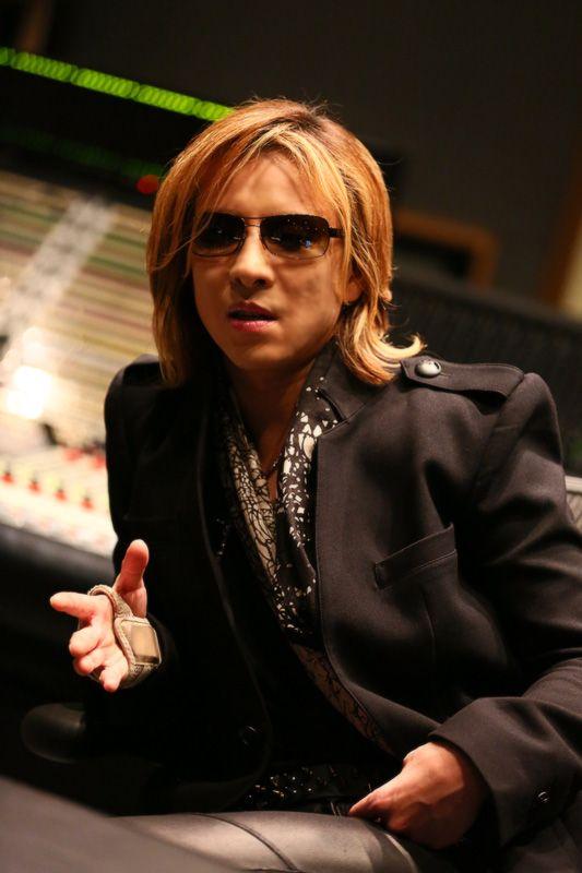 XJAPANのYOSHIKIが2017年の紅白歌合戦に出場し、披露した曲は何!?のサムネイル画像