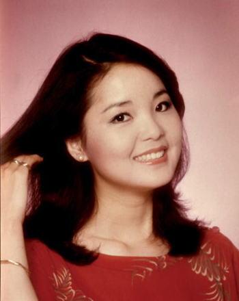 【没後20年】アジアの歌姫テレサテン の今なお歌い継がれる名曲達のサムネイル画像