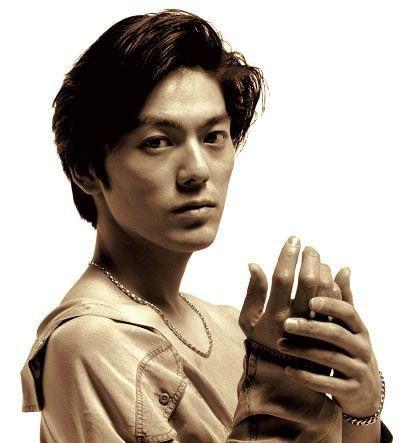 伝説のカリスマシンガー尾崎豊!数多くの名曲の中から人気曲を紹介!のサムネイル画像