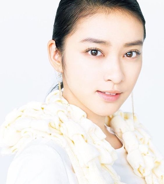 【武井咲】キュートで大人かわいい♡ナチュラルメイクの方法は?のサムネイル画像