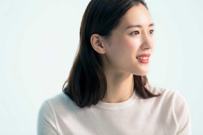 【透明感抜群美人!】綾瀬はるかの出演作品別ヘアメイクまとめのサムネイル画像