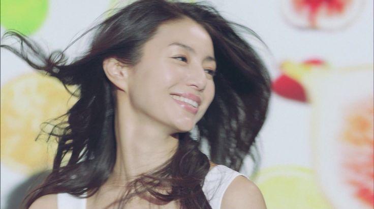 たったの3分で井川遥の髪型に!自分でできるアレンジ方法をご紹介!のサムネイル画像