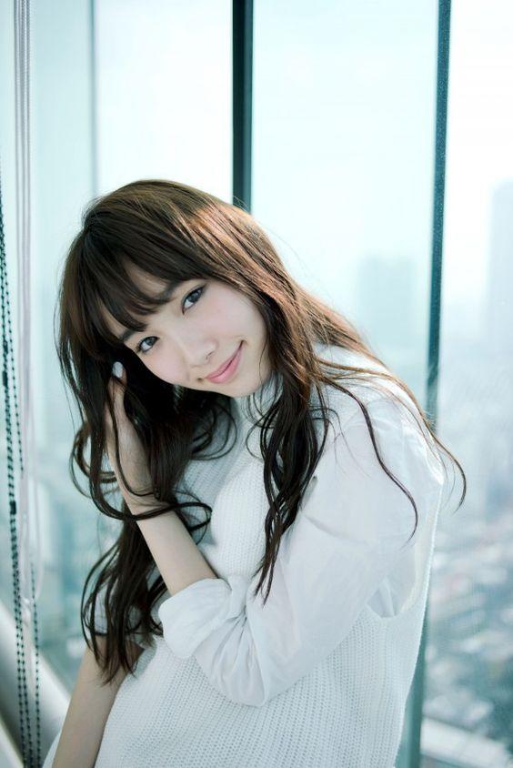 女優兼モデルの「飯豊まりえ」の最新の写真集について特集してみた!のサムネイル画像