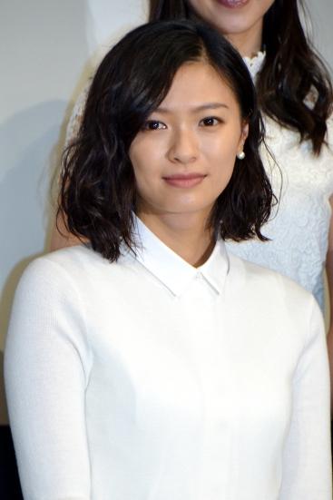 【女優】清楚なイメージの榮倉奈々の髪型が男みたいって噂なの!?のサムネイル画像