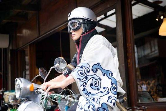 小栗旬がドラマで着用していたバイクヘルメットはどこのもの?のサムネイル画像