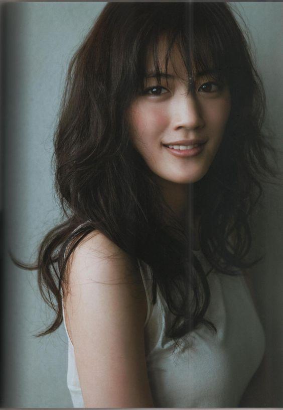 綾瀬はるかのとても忙しい2018年!カレンダーにドラマにCMにのサムネイル画像