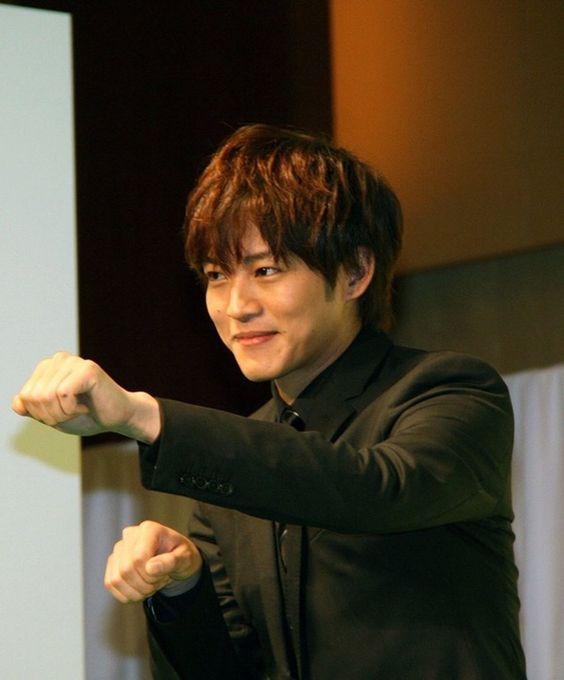 松坂桃李のお腹の中をバブリーダンスが表現!ヤクルトの限定動画公開のサムネイル画像