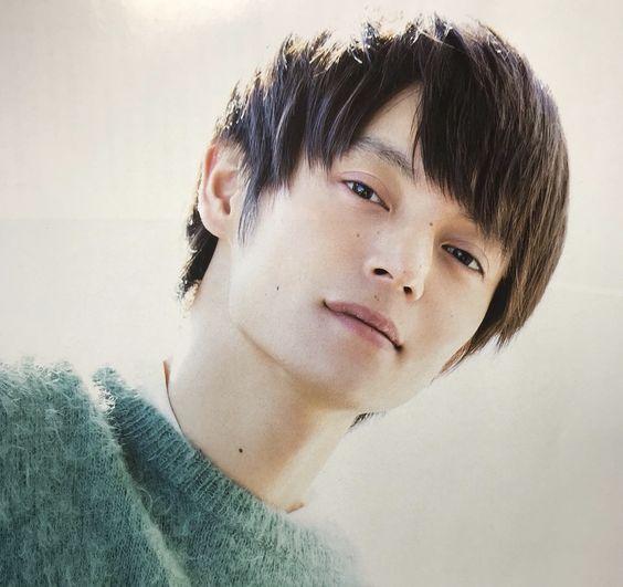 イケメン俳優の窪田正孝さんの腹筋がファンを魅了しまくってる!のサムネイル画像