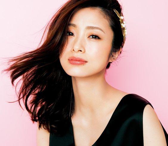 大人気女優の上戸彩さんの若さの秘訣は髪色に!!髪色を徹底解説!!のサムネイル画像