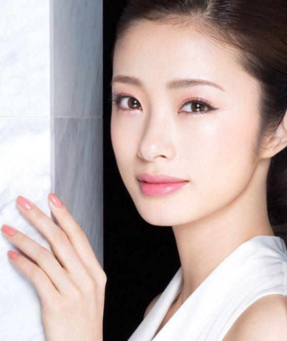 大人な上品さが漂う人気女優上戸彩さん!高校生時代も可愛い!?のサムネイル画像