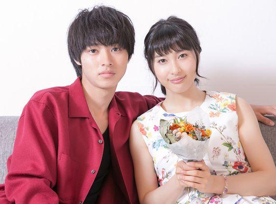 土屋太鳳と山崎賢人が同じブランドのピンキーリングを着用している?!のサムネイル画像