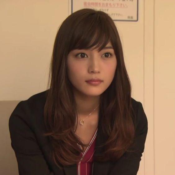 私も欲しい!川口春奈さんの使用しているブランド物の財布を紹介!のサムネイル画像