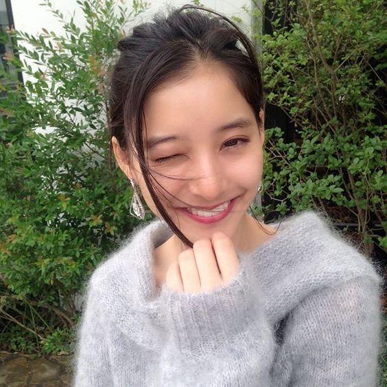 【まるで双子?】女優の新木優子とTWICEのツウィが激似と話題に!のサムネイル画像