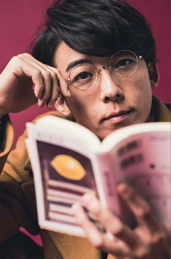 高橋一生のメガネ姿がかっこいい!イケメン度合にキュン死寸前!のサムネイル画像