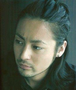 山田孝之さんの昔の姿が今と違う!過去の出演作品も含めて紹介!のサムネイル画像