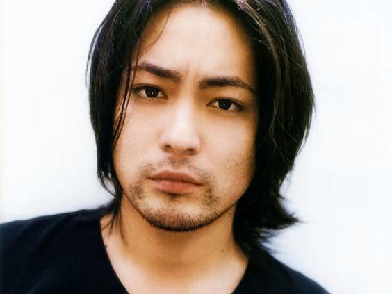 人気俳優山田孝之の濃すぎる眉毛が素敵!長さもすごいと話題に!のサムネイル画像