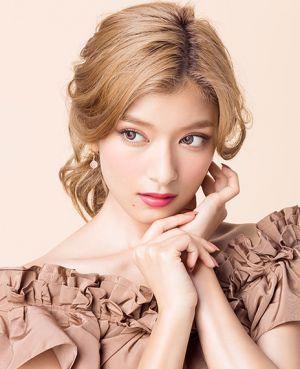 あの大人気モデルローラさんが「つけま」をプロデュース!?のサムネイル画像