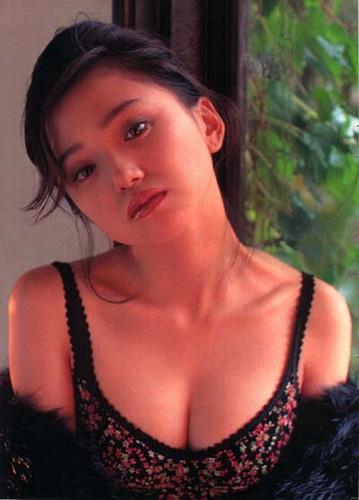 可愛くて色気のある女優の永作博美!奪略婚で勝ち取った旦那とは?のサムネイル画像