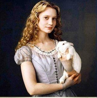 ミア・ワシコウスカは可愛くない?腕毛がひどいとの声の真相まとめのサムネイル画像