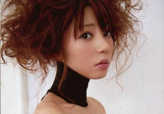 芳賀優里亜さんの芸能活動からプライベートまで知るならコレ!のサムネイル画像