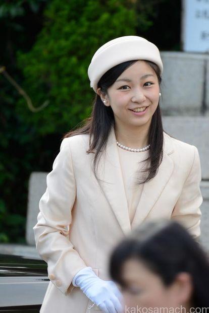 佳子さまの私服がオシャレで可愛いと話題に!!!皇室愛用ブランドは?のサムネイル画像