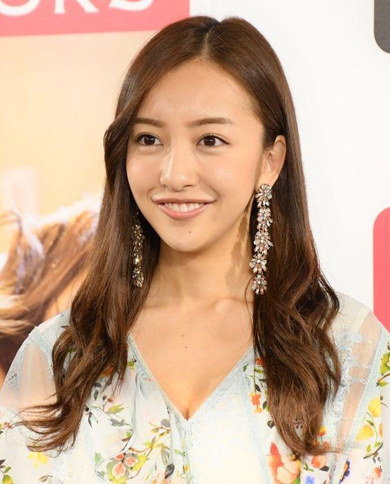 元AKB48のメンバー板野友美さんの現在の彼氏は?歴代の彼氏まとめのサムネイル画像