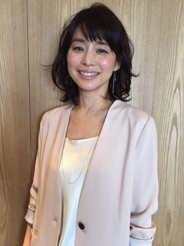 石田ゆり子のインスタが大人気!公式マークもついた犬猫グラムって?のサムネイル画像