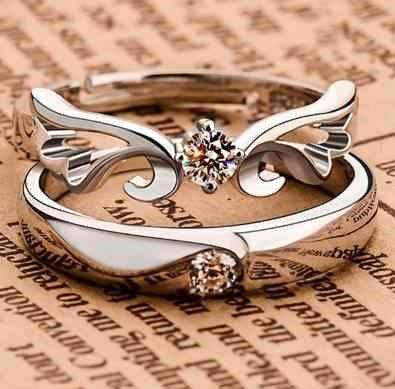 中指に指輪をつける意味とは?右手と左手でつける意味の違いとは?のサムネイル画像