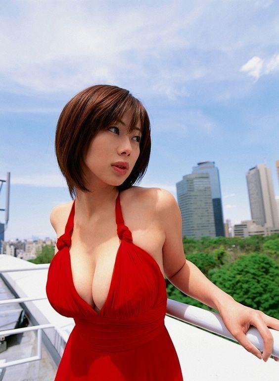 井上和香の母で元女優の嵯峨京子って?経歴や夫・死因などをご紹介!のサムネイル画像