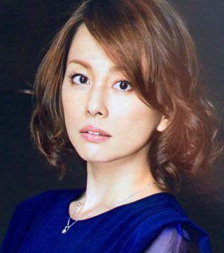 米倉涼子の髪型を真似したい!行きつけの美容院や髪形を紹介!のサムネイル画像