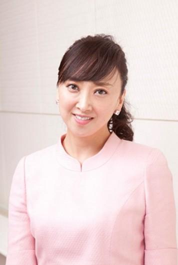 【元宝塚トップスター・紫吹淳】46歳の美しすぎるすっぴん姿を披露のサムネイル画像