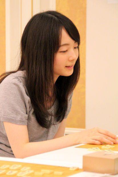 室田伊緒の現在(2019)は?離婚理由は?藤井聡太と秘密の関係とはのサムネイル画像